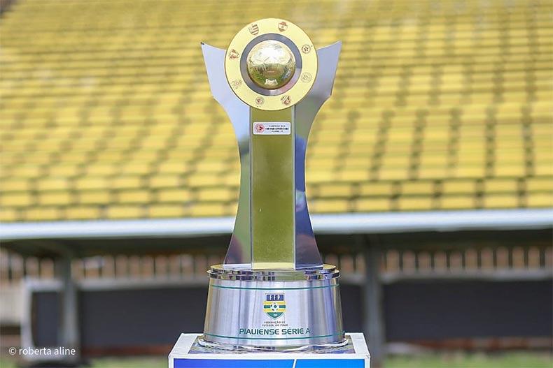 Campeonato Piauiense faz homenagem a Jesus Elias Tajra com troféu