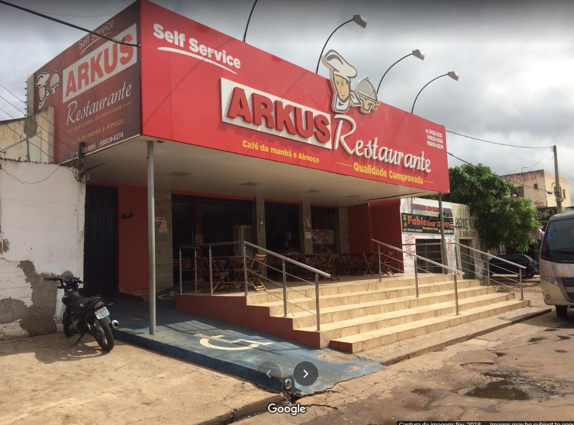 Picos: Vazamento de esgoto no bairro Bomba incomoda empresários