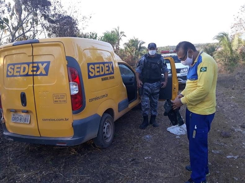 Funcionário dos Correios é mantido refém e carga é roubada