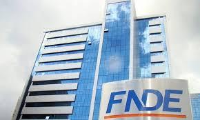 Governo Bolsonaro nomeia chefe de gabinete do senador Ciro Nogueira para a presidência do FNDE