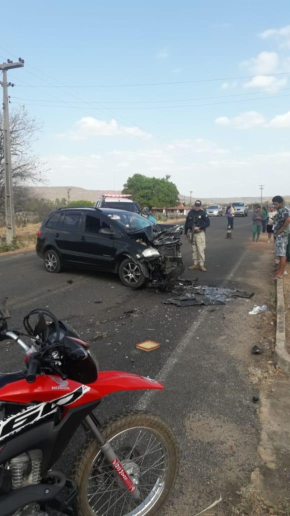 Acidente entre viatura da Polícia Militar e carro de passeio deixa dois feridos em Santa Cruz do Piauí