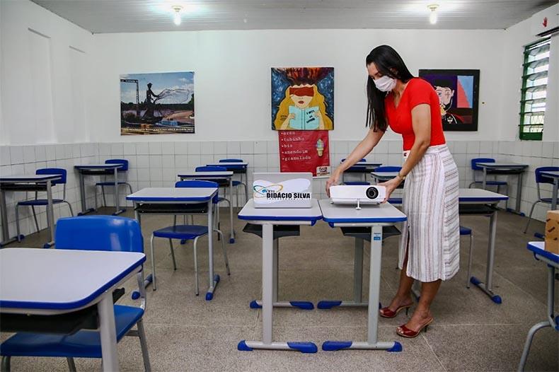 Volta às aulas presenciais em todo o país é urgente, diz presidente do Conselho Nacional de Educação