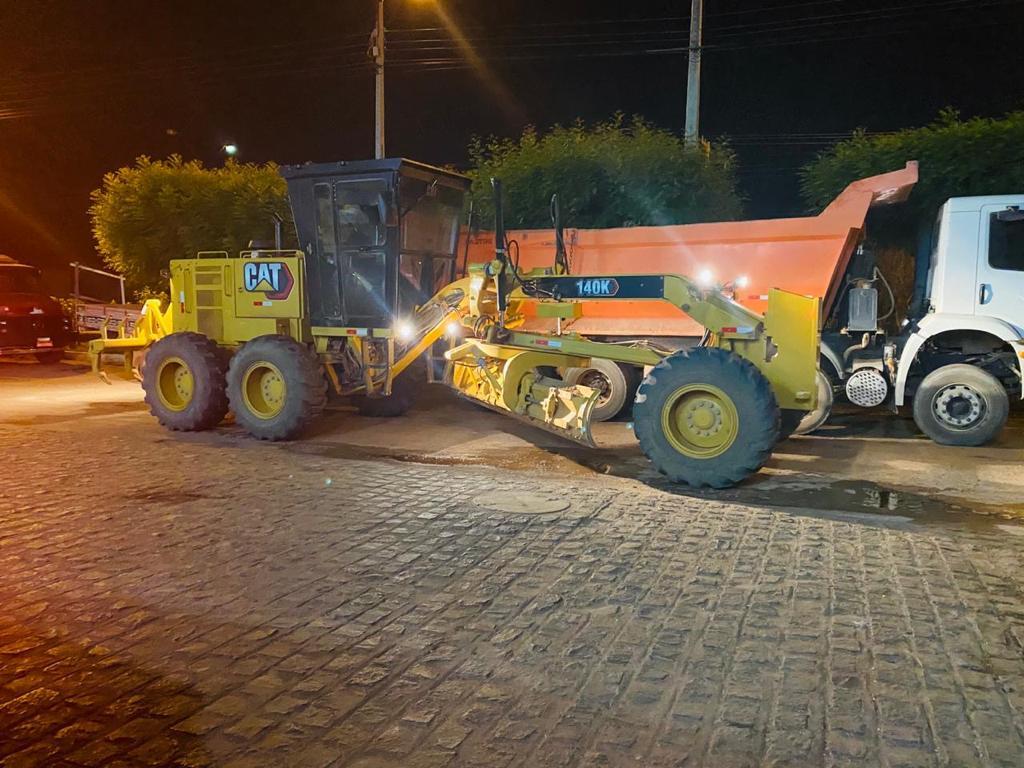 Picos: máquinas chegam para reforçar as obras de pavimentação das laterais da BR-316
